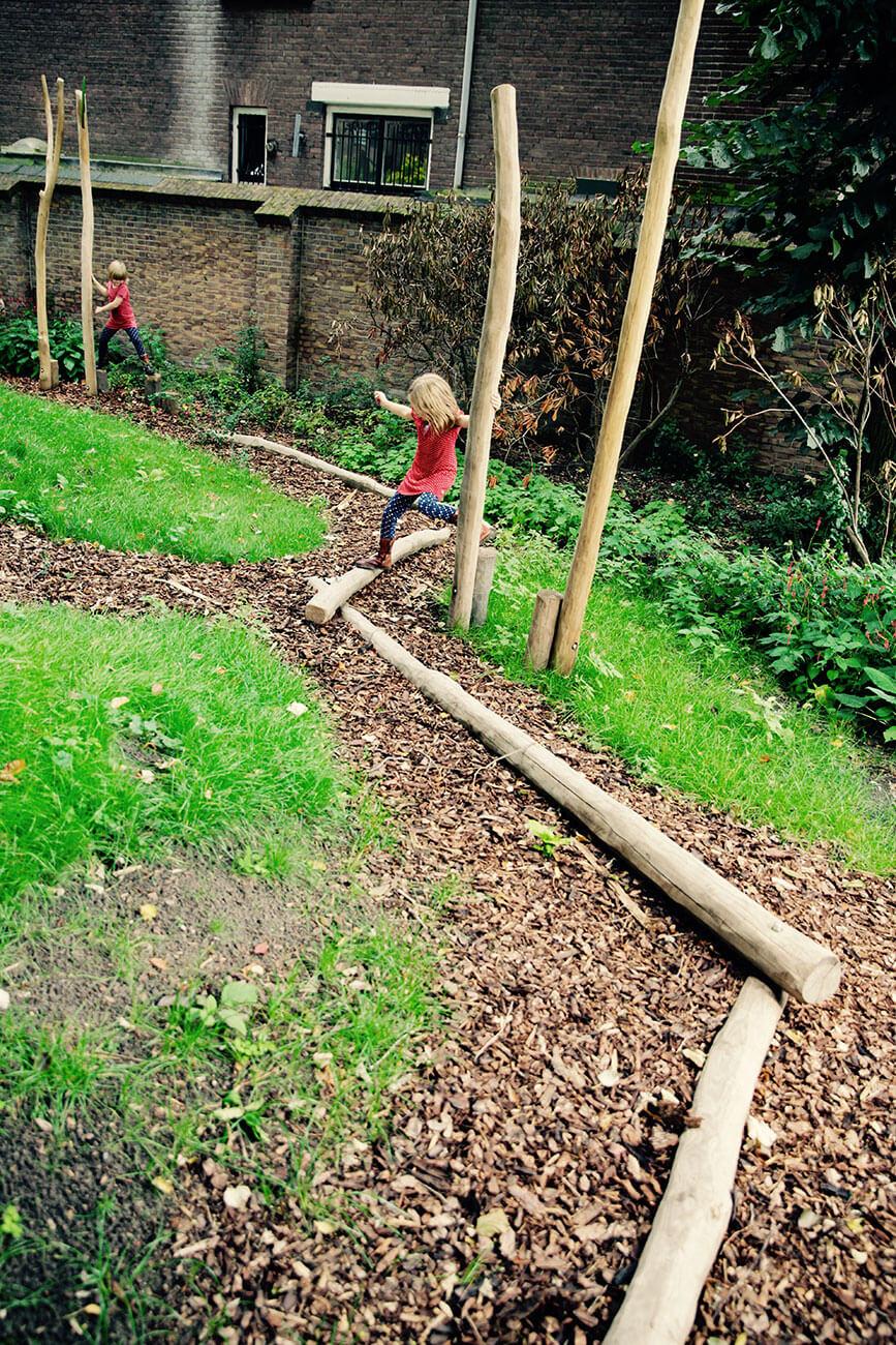 evenwichtsbalken natuurspeeltuin